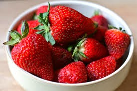 Strawberry Frits Advantages-Strawberry Ky Faiday in Urdu