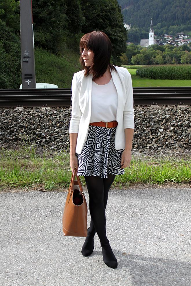 outfit_Trend_fashionblogger_zara_print_skaterrock_blazer_shopper_cognac