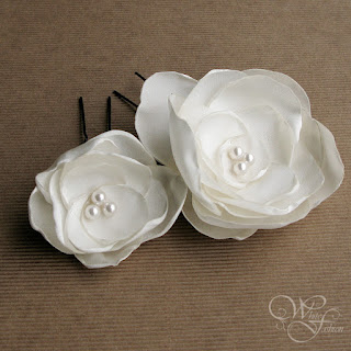 kwiaty ślubne do włosów