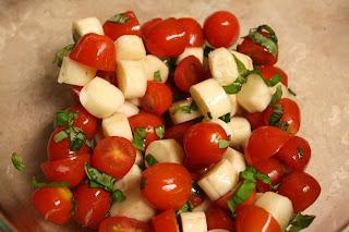 http://3.bp.blogspot.com/-uE_BEIGoReQ/UFk68ID4QlI/AAAAAAAACRU/4SmXxZZpQ0I/s1600/tomato+mozzarella+salad-thumb.jpg