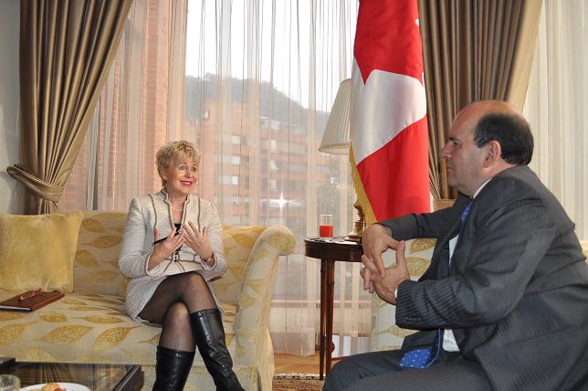 Entrevista con Geneviève des Rivières, Embajadora de Canadá     Canadá invierte en infancia, despla