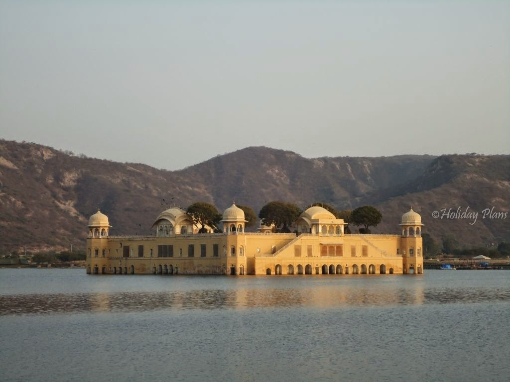 photos of Jal Mahal and Aravalli Hills