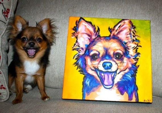 mascotas posando con sus retratos