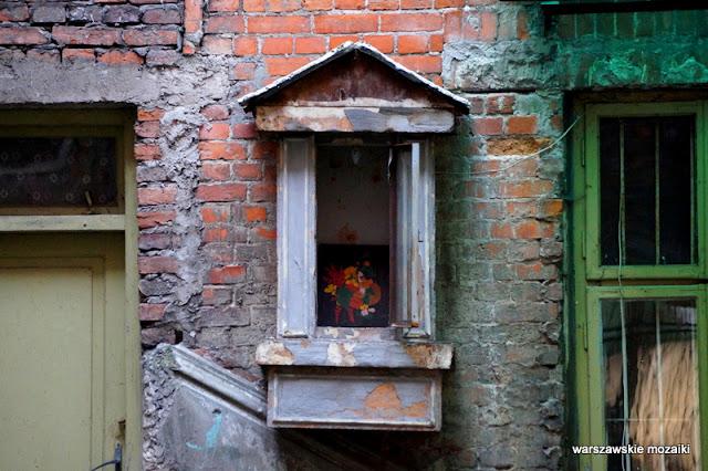kapliczka podwórko Warszawa kamienica Górnośląska 22 pawie secesja opuszczona