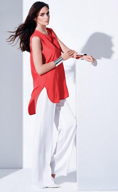 kırmızı bluz, beyaz pantolon