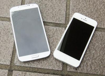 samsung-galaxy-s4-vs-iphone5-drop-test