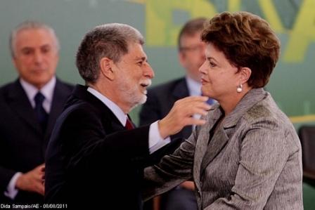 http://3.bp.blogspot.com/-uFYbx9DJ-dM/TkCuZHIJ-BI/AAAAAAAAAVY/ukjGLdQQA2k/s1600/Amorim+e+Dilma.jpg
