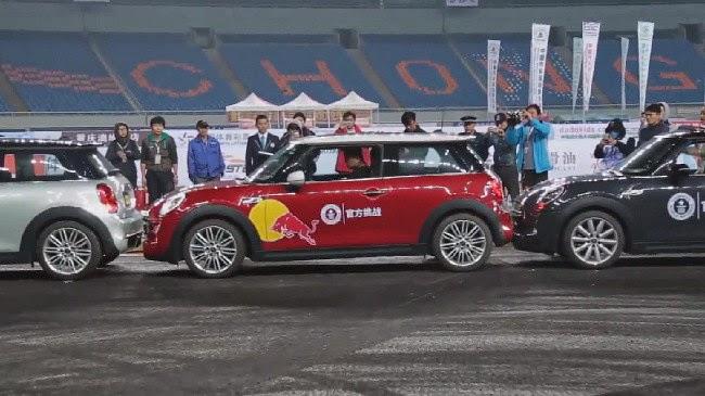 Han Yue rompió el Record Guinness de estacionar