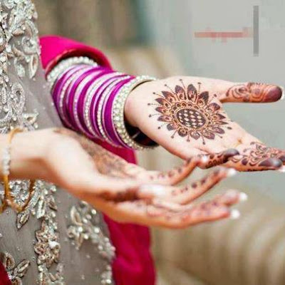 Mehndi On Dulhan Hands pakistni dulhan Tikka Mehndi Designs