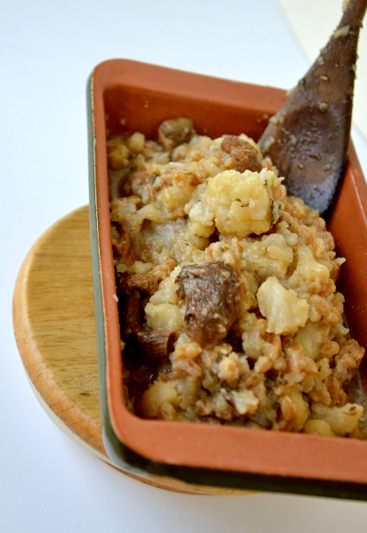 zuppa di cavolfiore e farro perlato, funghi porcini secchi