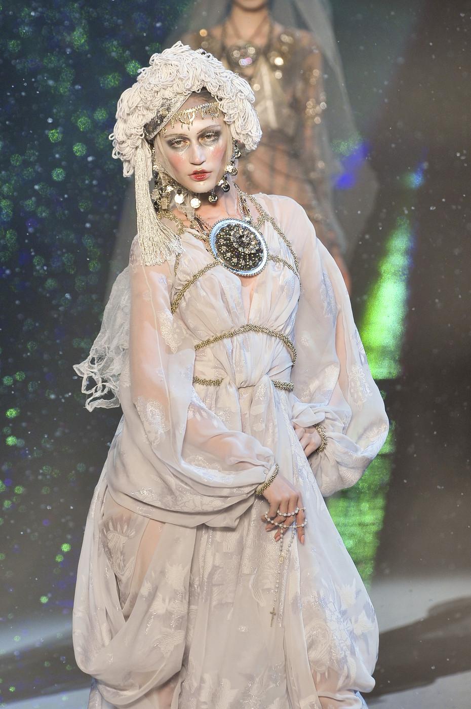 Fashion Show: John Galliano Fall 2009 RTW