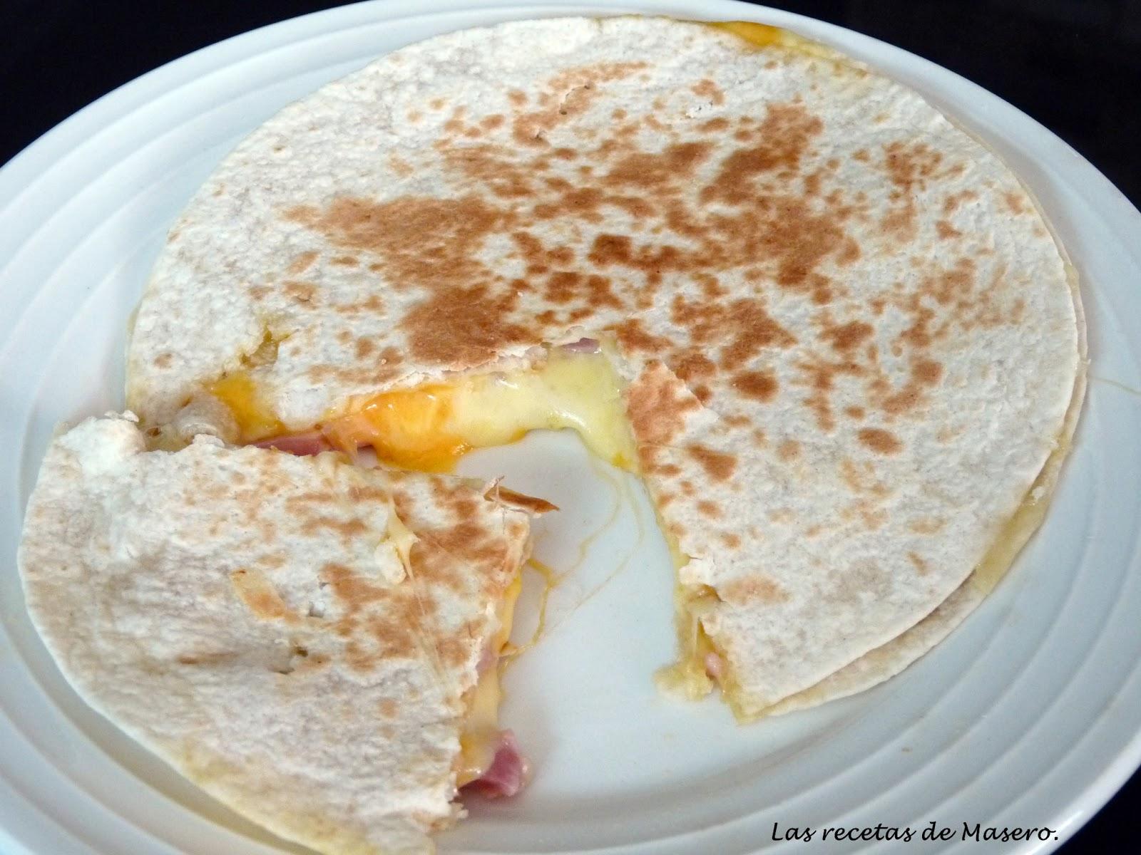 Quesadilla de jamón york y queso.