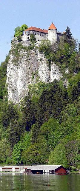 Bled: precipício é garantia de defesa