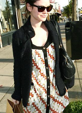 Rachel Bilson Menggunakan Batik