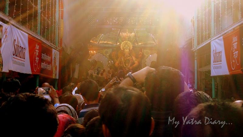 Bappa looks on, Lalbaugcha raja, Ganesh Pandal Hopping, Mumbai