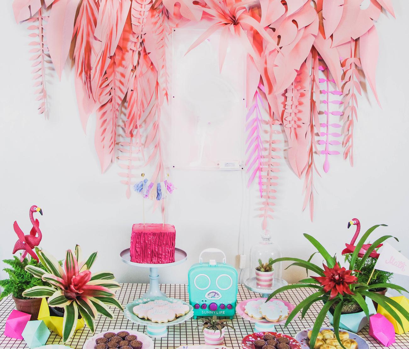 blog do math brasilia sunnylife retro radio plastic pink flamingo
