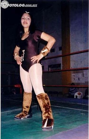 La Venadita - Mexican Women Wrestlers