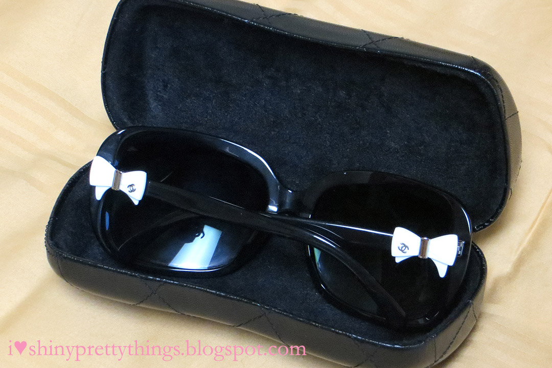 most popular glasses frames 23o3  This style comes in a variety of colors, including one with a black frame  with black bows, but the most popular is the black frame with white bows