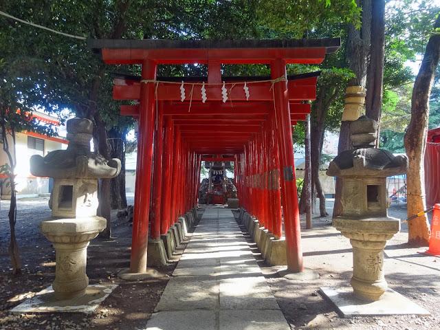 花園神社,鳥居,石灯籠,新宿〈著作権フリー無料画像〉Free Stock Photos