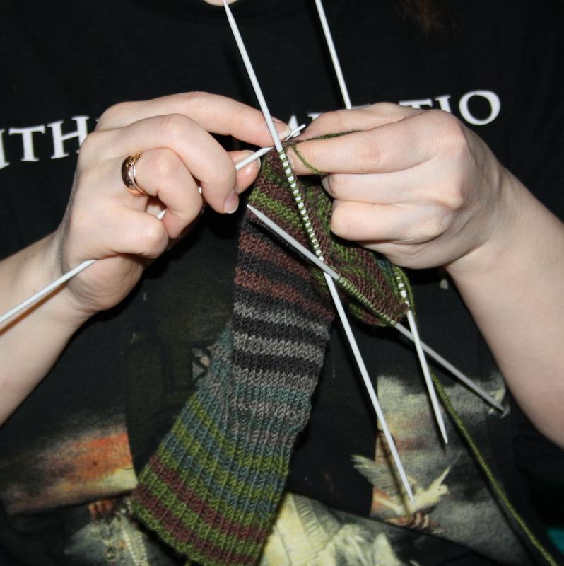 366Вязание на четырех спицах носки