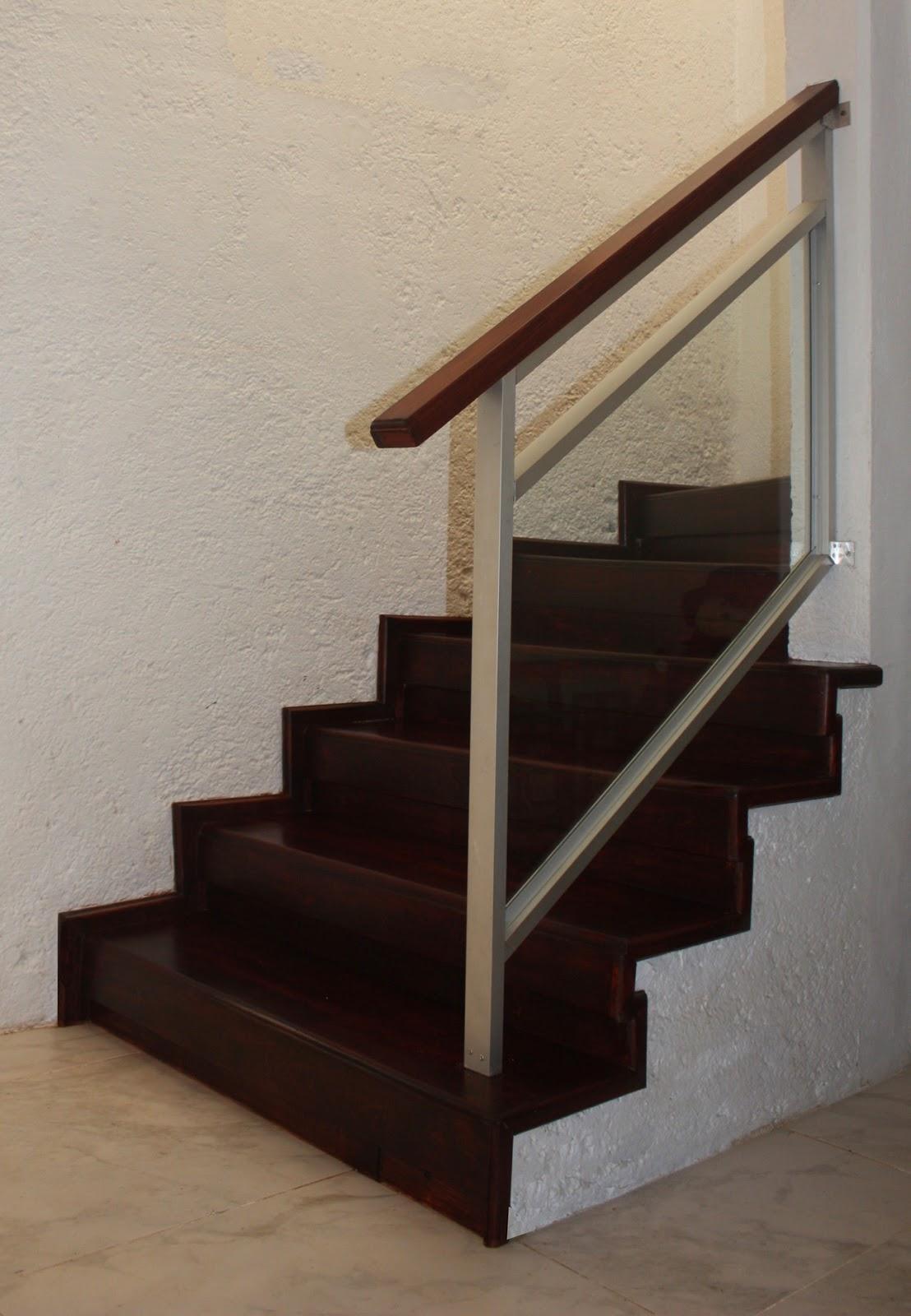 Barandales de aluminio con cristal templado y escaleras for Escaleras de aluminio para interiores