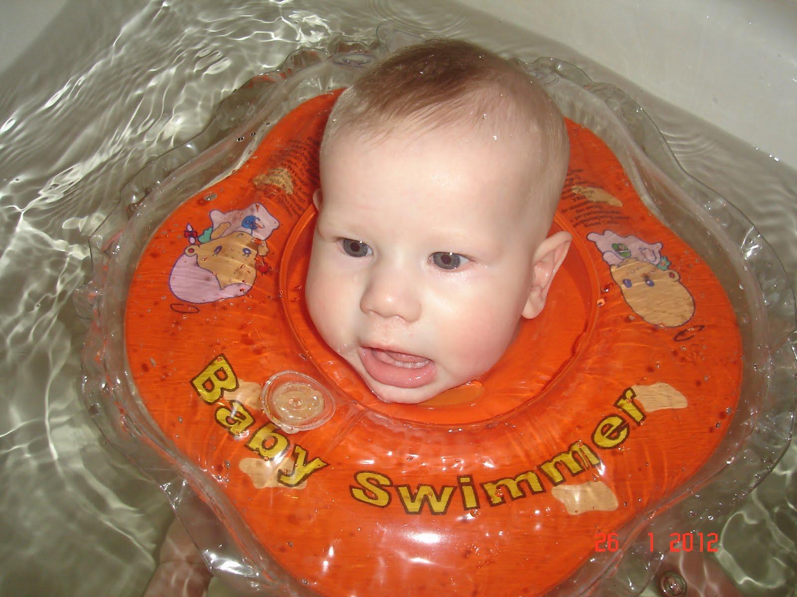 Фото купания детей на круге