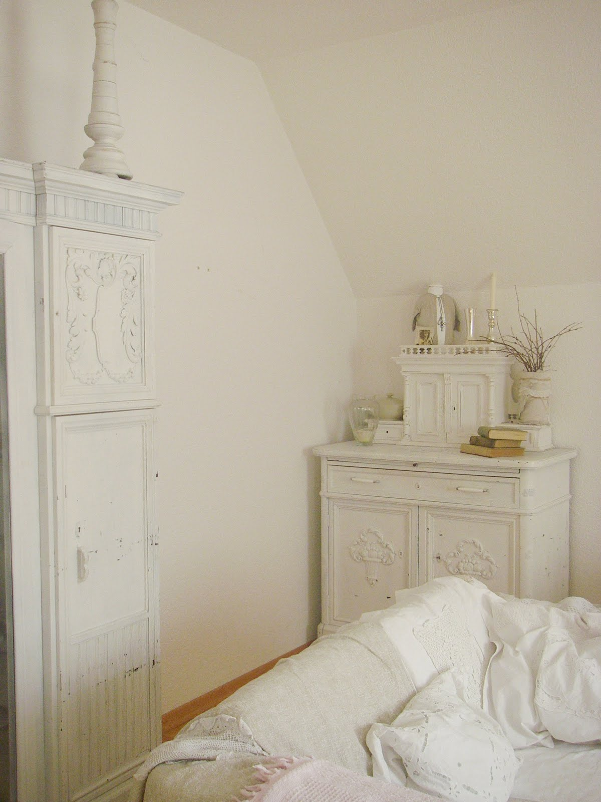 flohmarkt impressionen das wohnzimmer shabby chic is born. Black Bedroom Furniture Sets. Home Design Ideas
