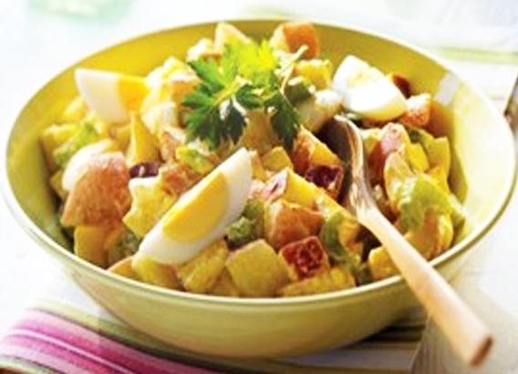 مكونات سلطة البطاطس والبيض المسلوق
