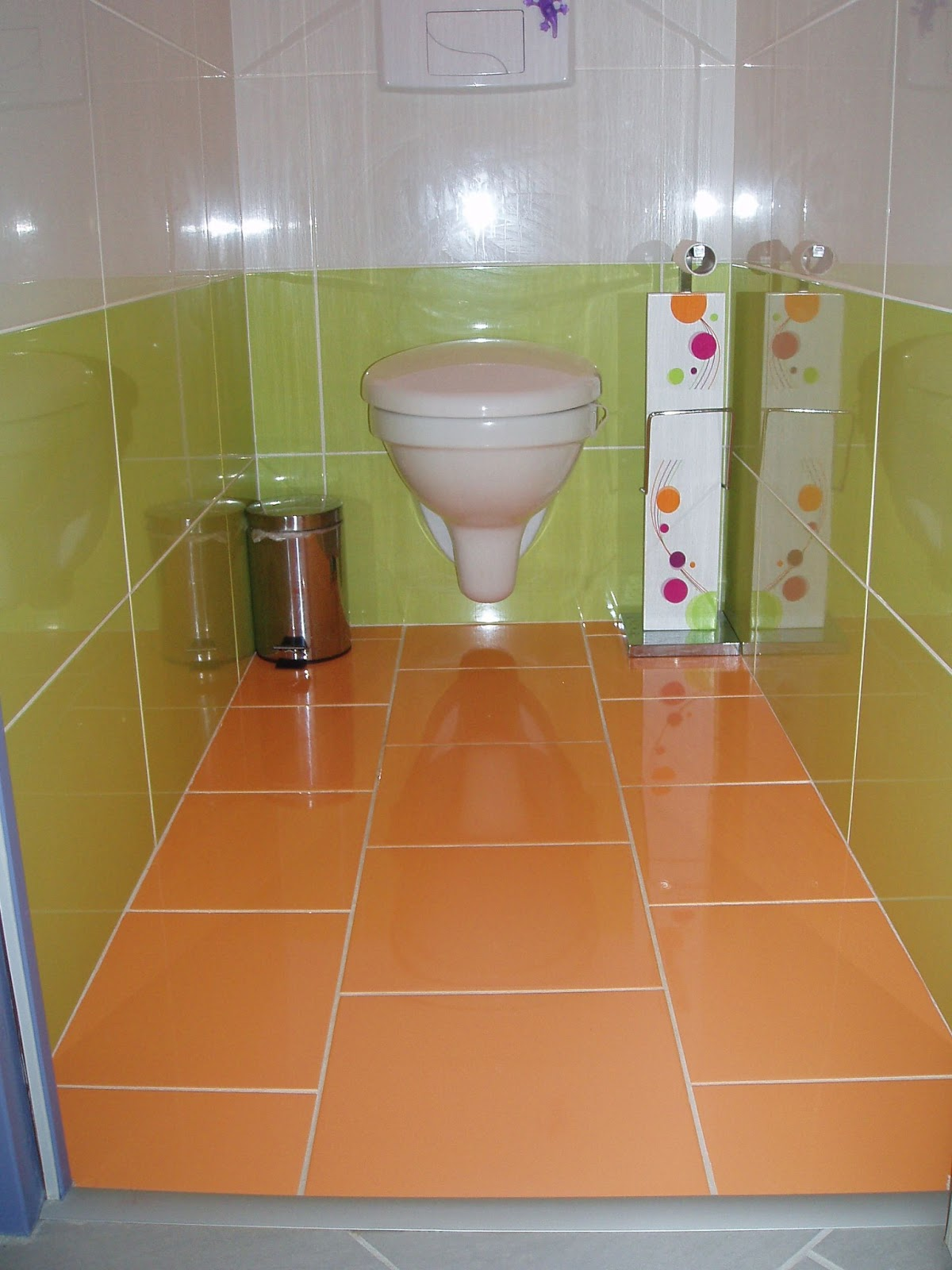 Univers maison carrelage wc et salle de bain for Modele carrelage toilette