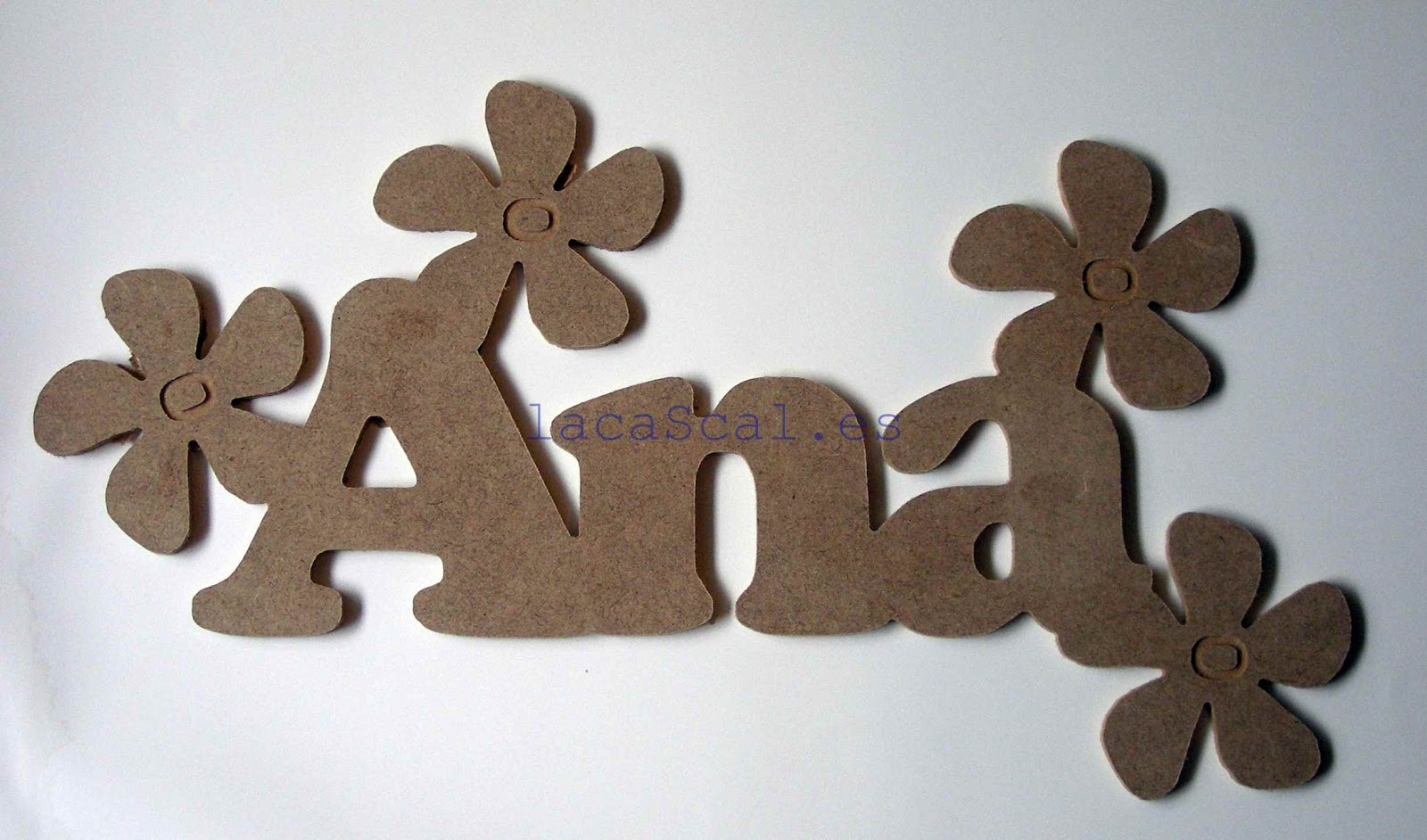 Decoraci n infantil manualidades en madera estanterias for Decoracion baules madera