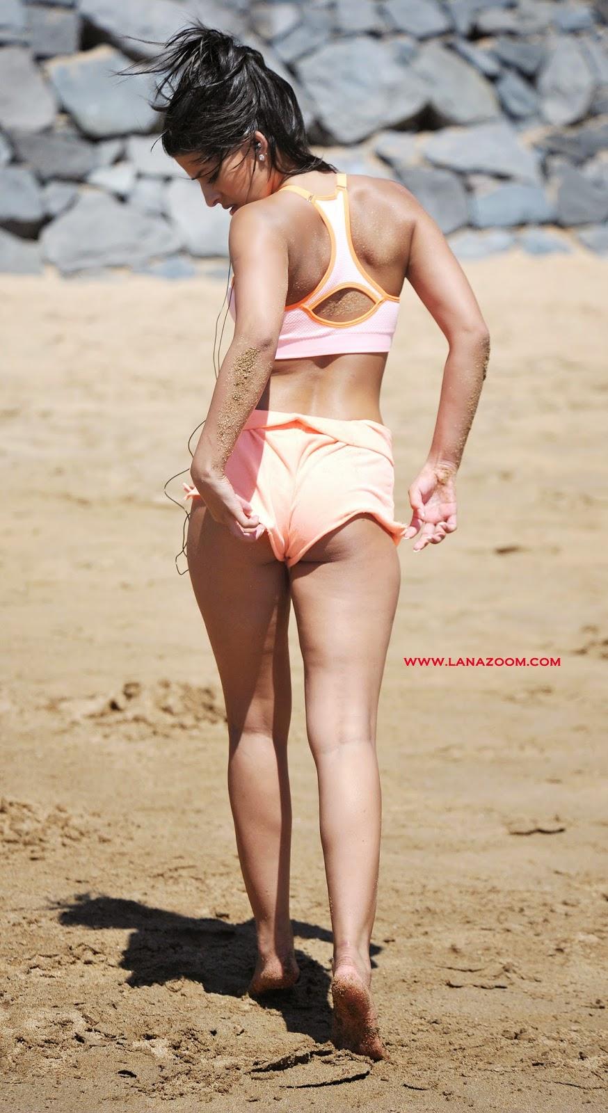 صور ياسمين واليا بالبكيني تمارس الرياضة على شاطئ البحر في تينيريفي