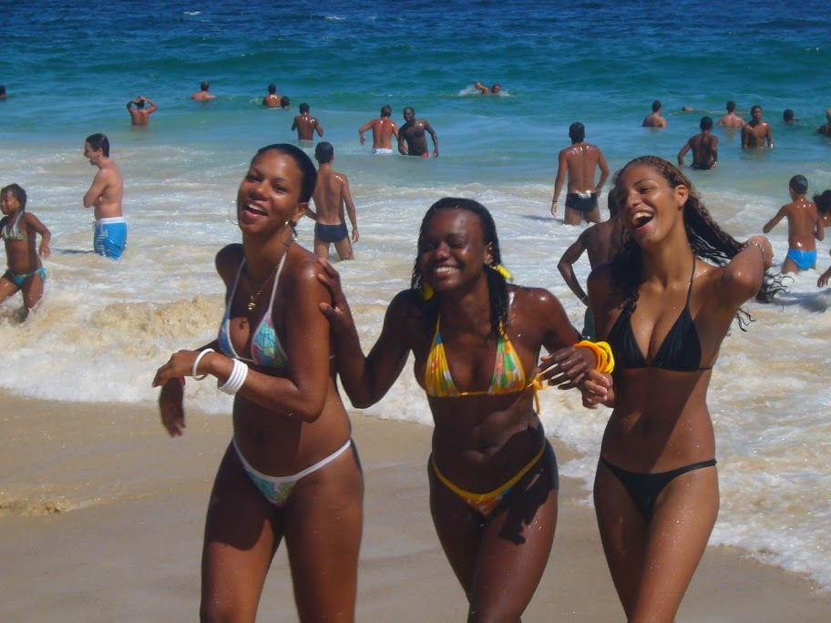 Пляж и девушки (Фото).