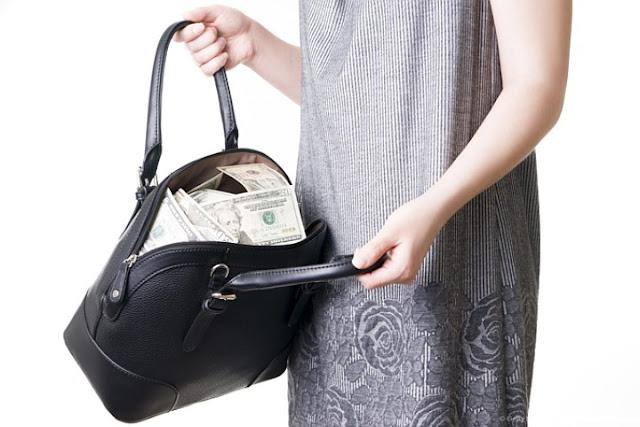 Сотрудница банка в Приморье похитила со счетов клиентов более 1 млн рублей