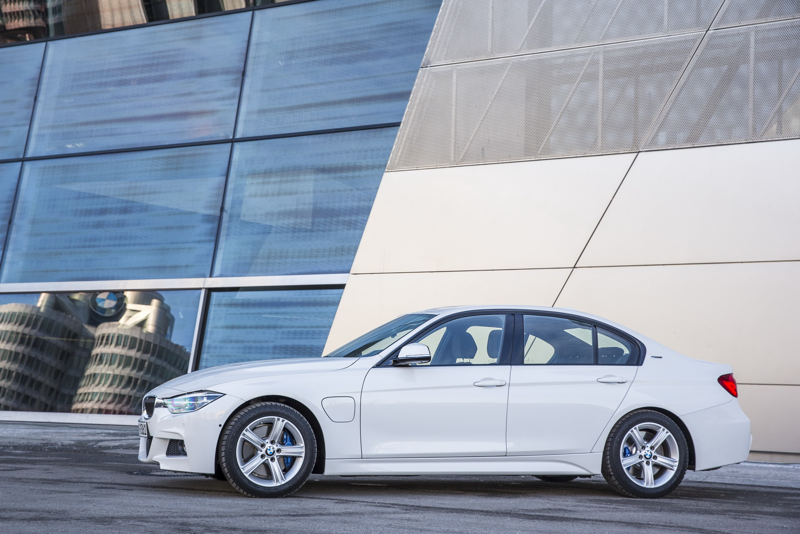 New bmw 330e phev detailed in new gallery 89 pics