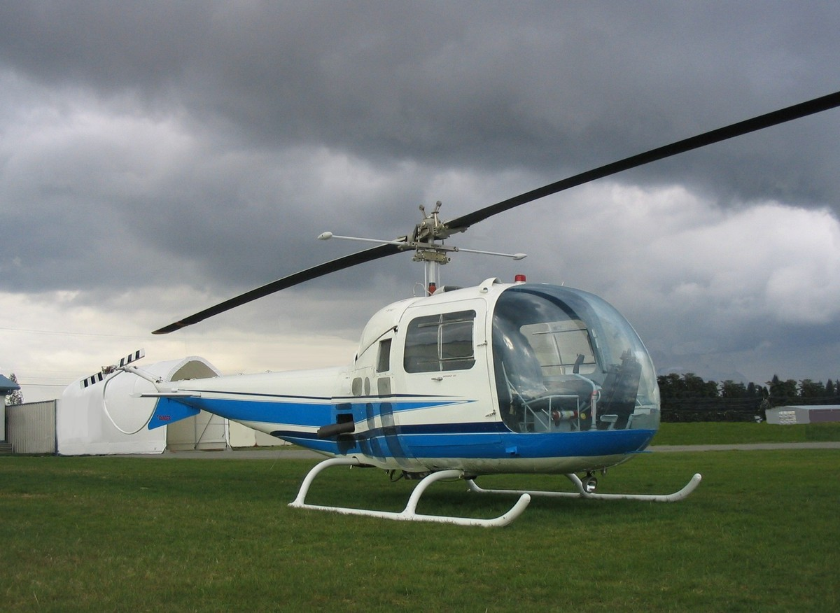 bell chopper with Bell 47 Helicopter on Bell 47 Helicopter besides Watch in addition About additionally Airbus Helicopters Introduces The H160 VIP Version At EBACE 1968 further Vente Casque Shark Drak Dual Black 70077.