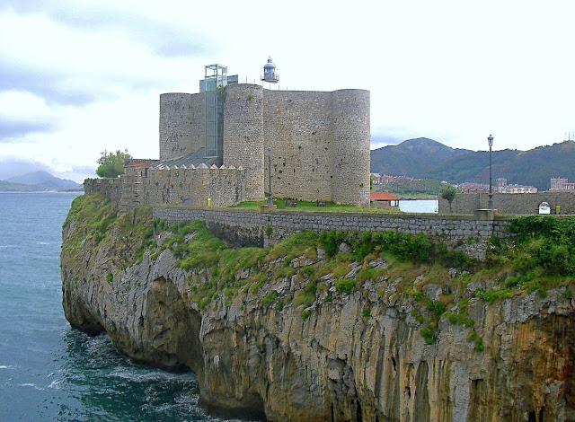 Castillo Faro de Santa Ana en Castro Urdiales