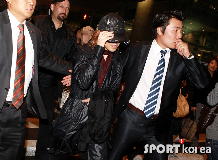 [Yoshiki] Yoshiki esta en Corea 2011102519500014782_195619_0