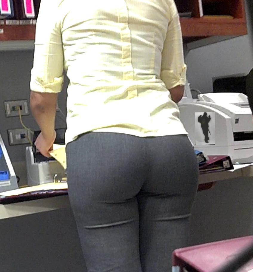 Фото попки над брюками