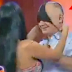 Γνωστή παρουσιάστρια έβγαλε το εσώρουχό της κατά τη διάρκεια εκπομπής! (BINTEO)