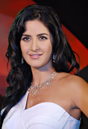 Katrina Kaif1 - Katrina Kaif Sizzels on Nakshatra Diamond Event