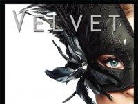 "Resenha: ""Proibida"" - The Black Door - Livro 1 - Velvet"