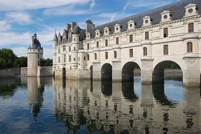 """Schloss Chenonceau"" by Taxiarchos228 at the German language Wikipedia. Licensed under CC BY-SA 3.0 via Wikimedia Commons - http://commons.wikimedia.org/wiki/File:Schloss_Chenonceau.JPG#/media/File:Schloss_Chenonceau.JPG"