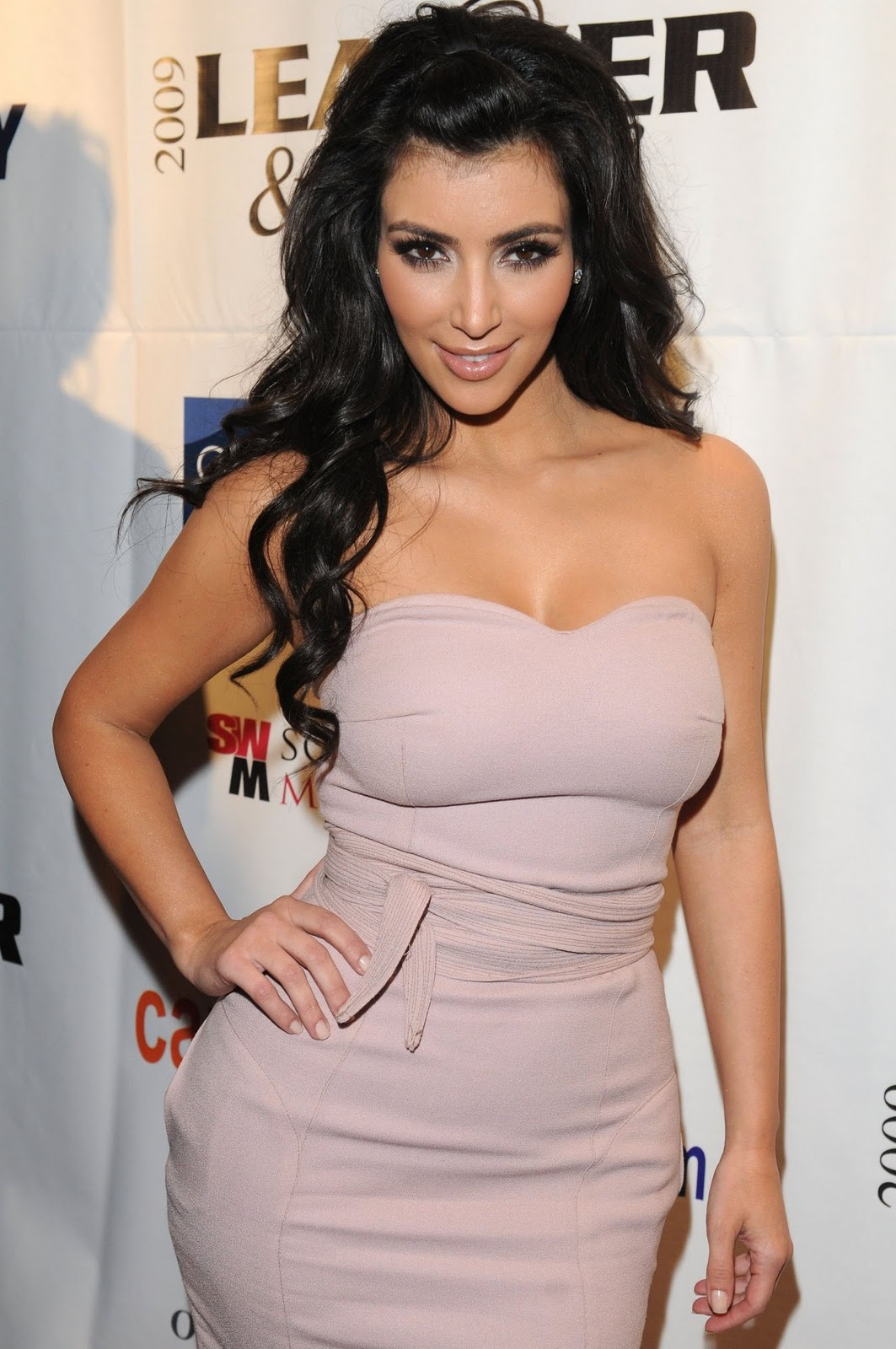 http://3.bp.blogspot.com/-uK1K-4_M_U8/TrNUjwx9qmI/AAAAAAAABxk/1u7Z3KmRL4E/s1600/Kim+Kardashian.jpg