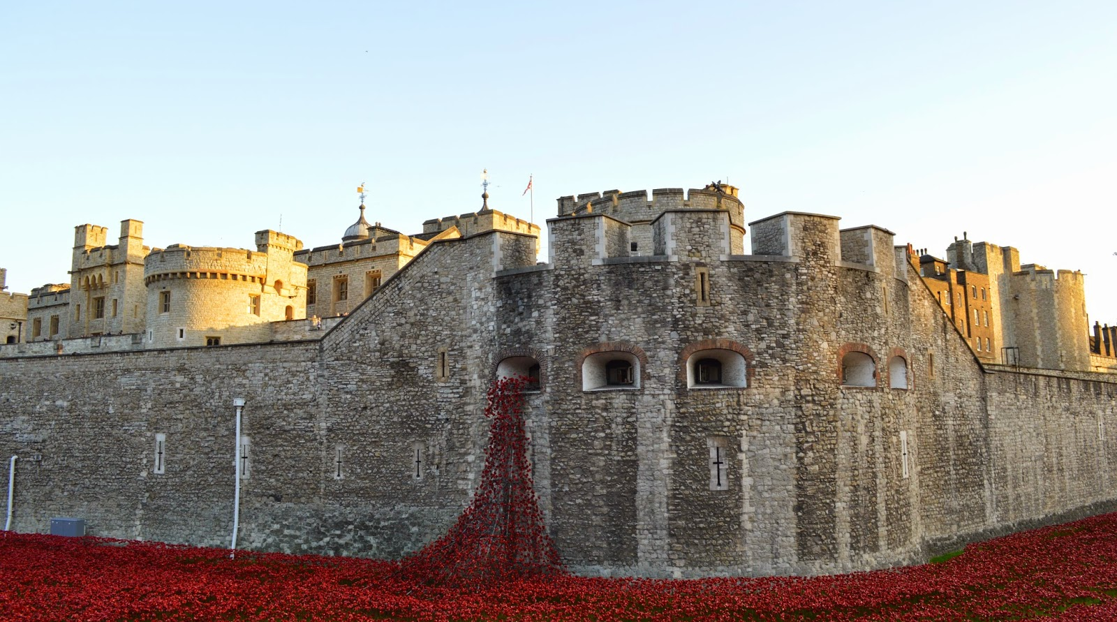 Lest we forget, poppies, Tower of London, First World War, tribute, commemorative, art, instillation, weeping window, UK, visit, Blood Swept Land and Sea of Red, 888236, photo, photography, armistice, 1914, WW1