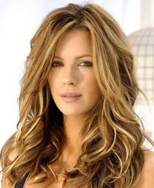 Moda cabellos cortes de pelo en capas con mechas doradas for Imagenes de mechas