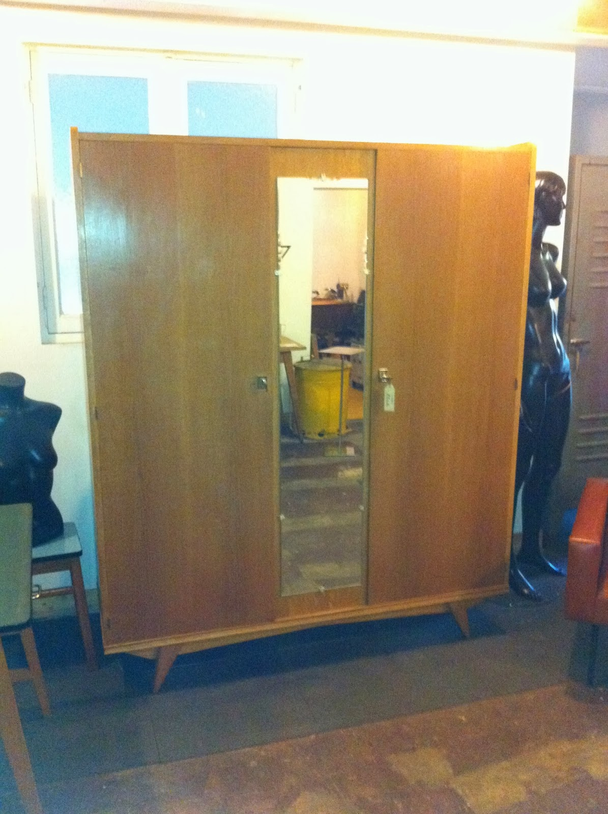 mr hattimer braderie. Black Bedroom Furniture Sets. Home Design Ideas