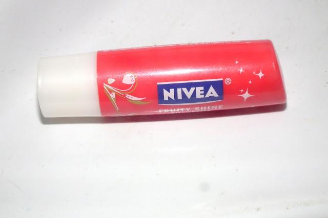 Nive Fruity Shine Lip Balm in Strawberry