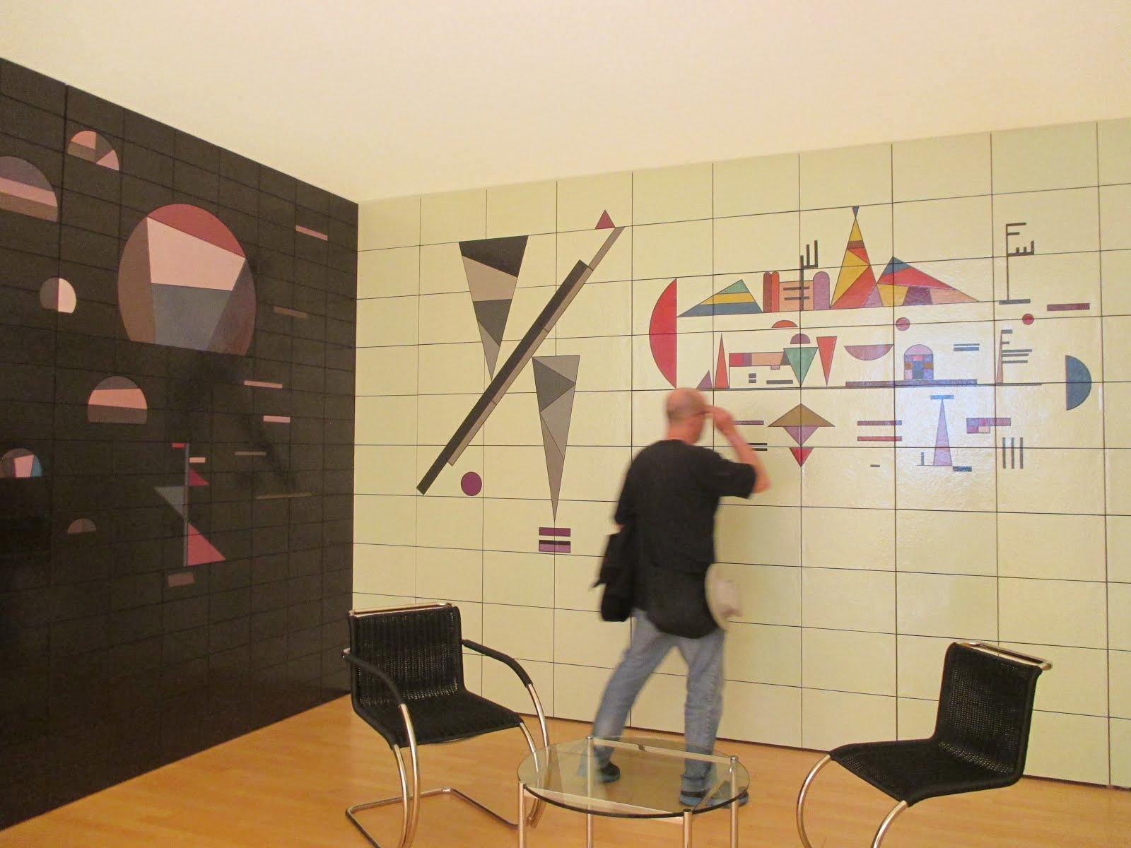 STRASBOURG ART MUSEUM : 1931- RECONSTITUTION DU SALON DE MUSIQUE EN CÉRAMIQUE DE L'ÉCOLE DU BAUHAUS