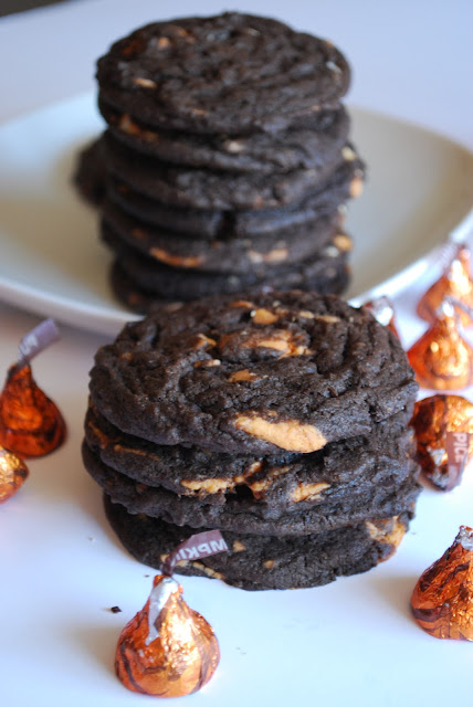 Bake.Frost.Repeat: Chocolate Cookies with Pumpkin Spice Kisses