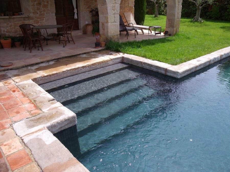 piscines ramser piscina integrada a casa r stica al cor